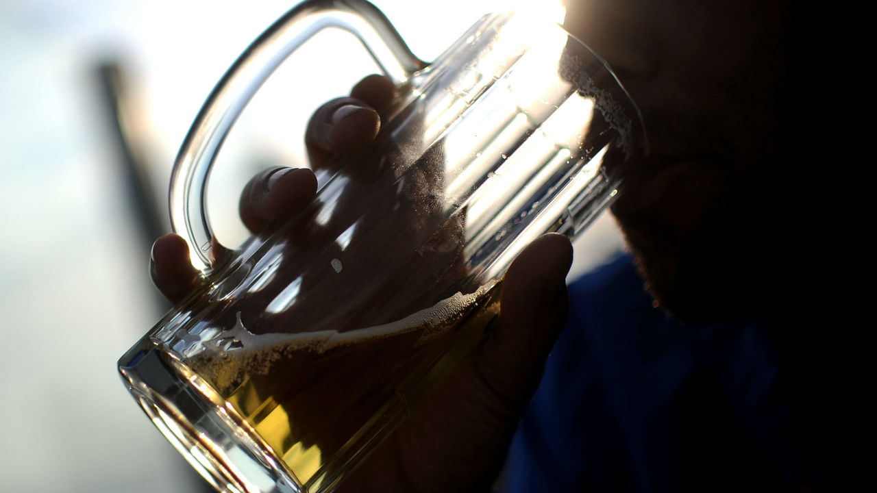 Страдает не только печень: алкоголь признали причиной семи видов рака