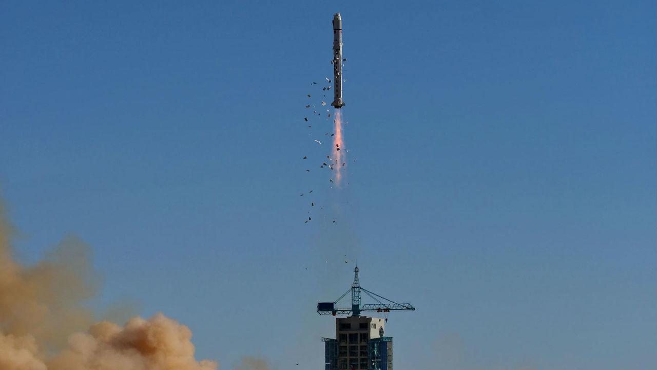 """Китай запустил свой первый """"квантовый"""" спутник для создания самой безопасной в мире связи"""