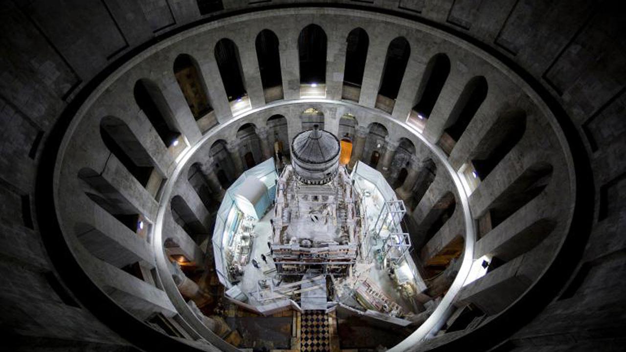 Археологи и реставраторы вскрыли гробницу Иисуса Христа