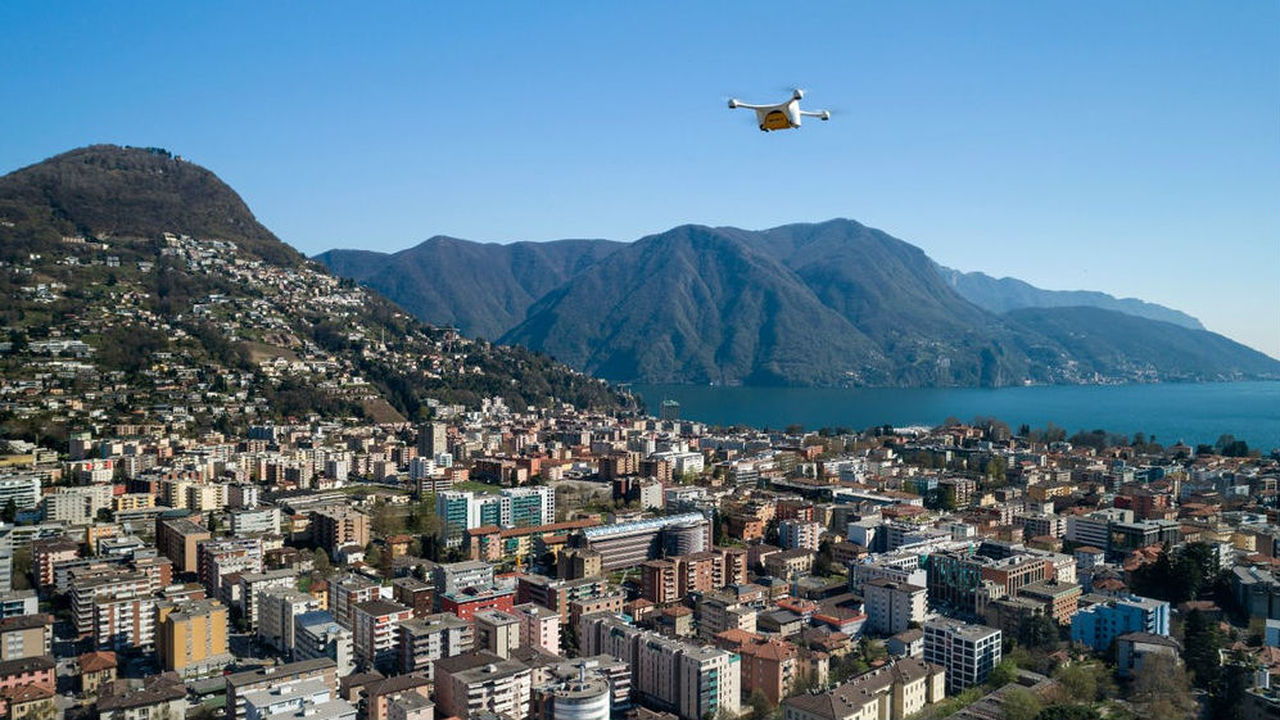 Швейцарские больницы начнут использовать дроны для перевозки лабораторных образцов