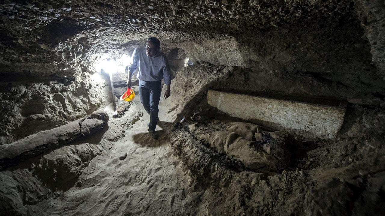 Беспрецедентное открытие египетских археологов: 17 мумий, папирусы и потайные катакомбы