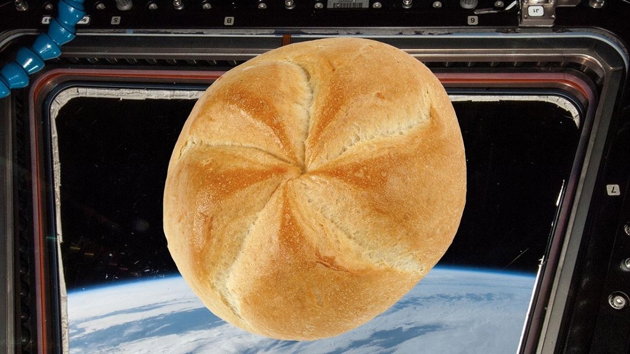 Без крошек: на МКС испытают технологию приготовления космического хлеба