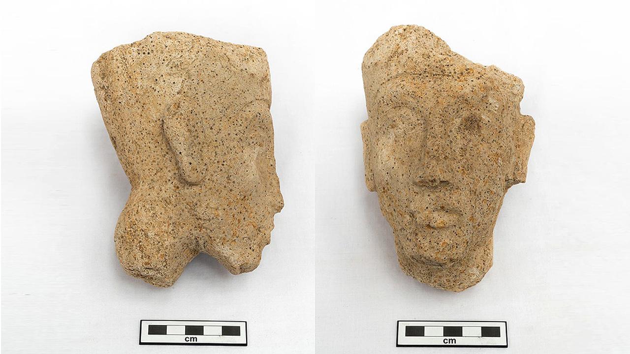 """Маленькая голова – большая находка: в Амарне нашли фрагмент статуи """"фараона-еретика"""" Эхнатона"""