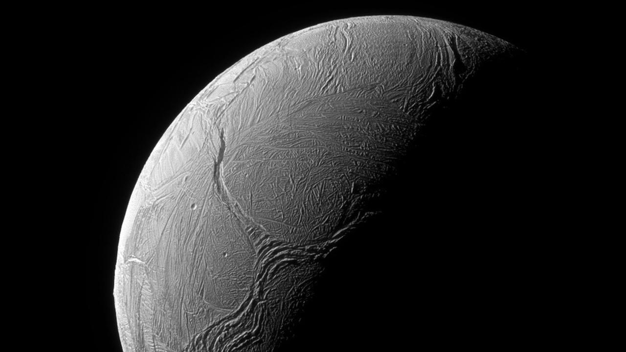 """Впереди планеты всей: Мильнер пообещал """"окунуть"""" зонд в гейзеры Энцелада"""