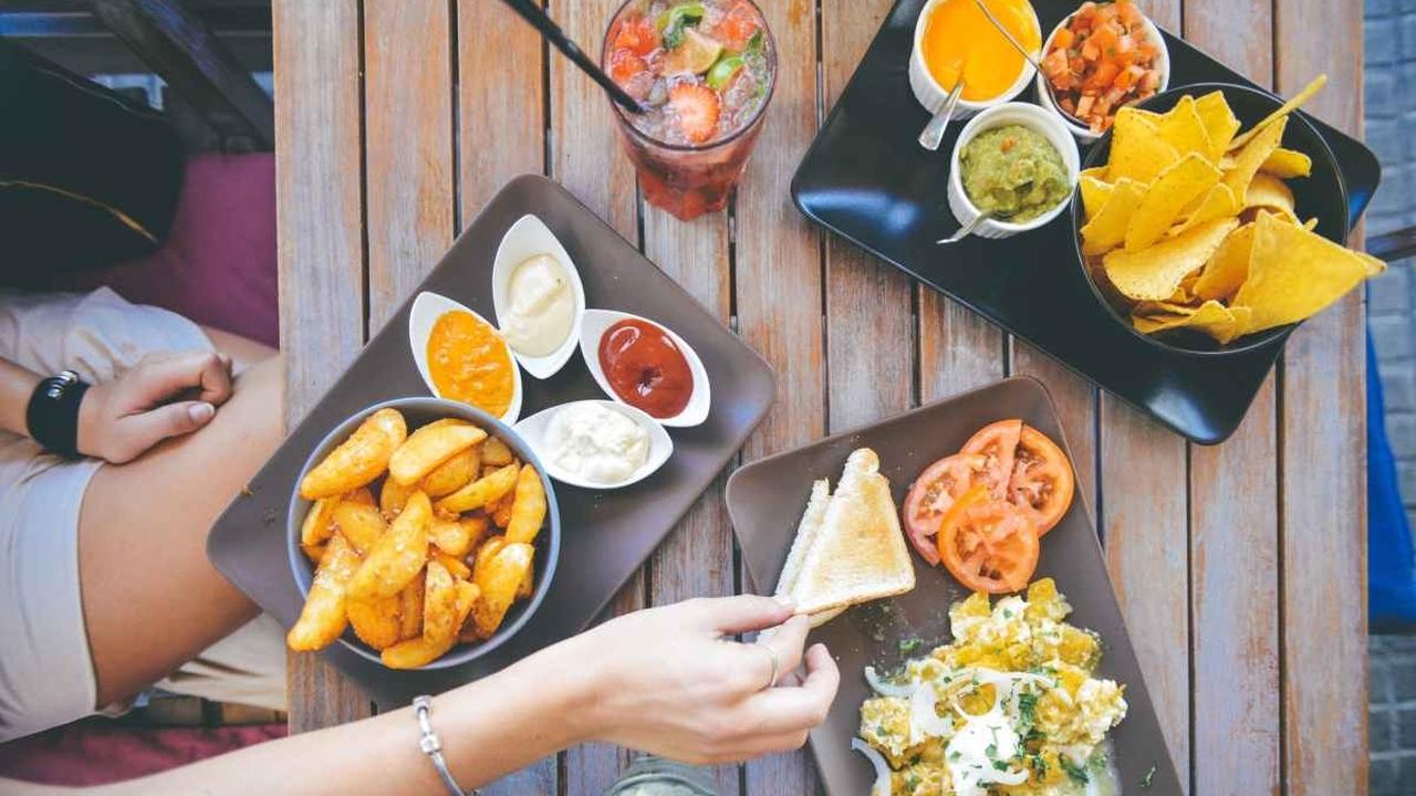 Химики рассказали, почему не стоит часто питаться в ресторанах и брать еду на вынос