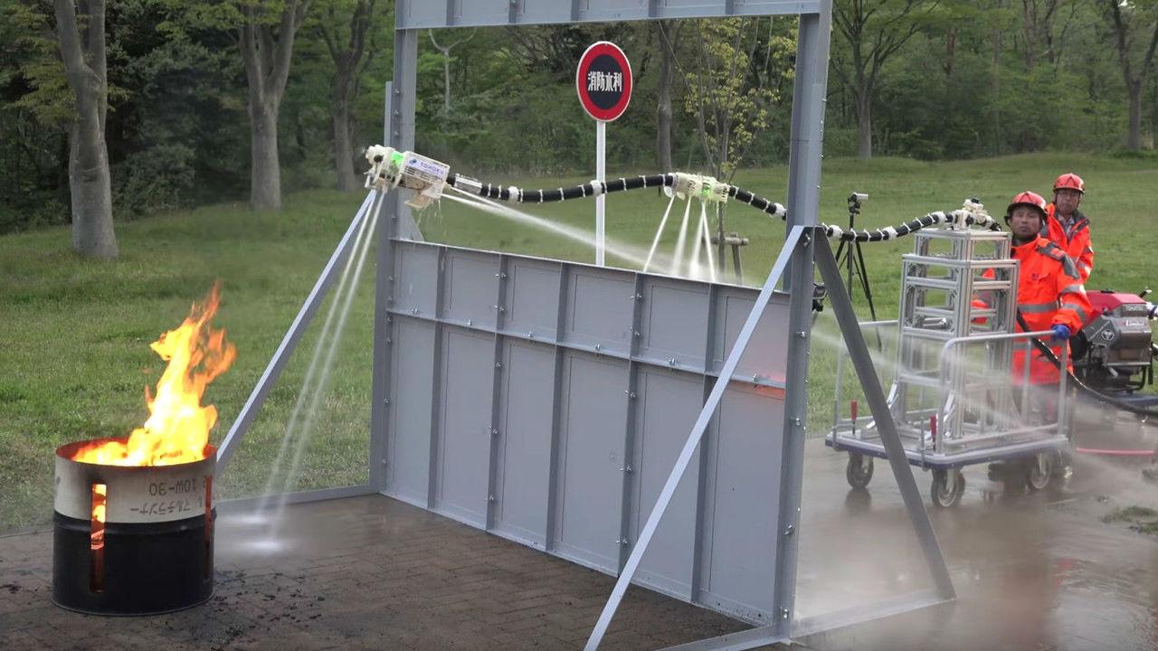 Робот-шланг потушит пламя даже в труднодоступных местах
