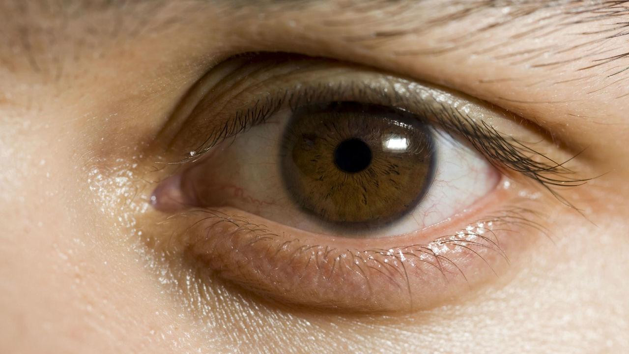 Новая гарнитура, отслеживающая движения глаз, поможет парализованным пациентам общаться с миром