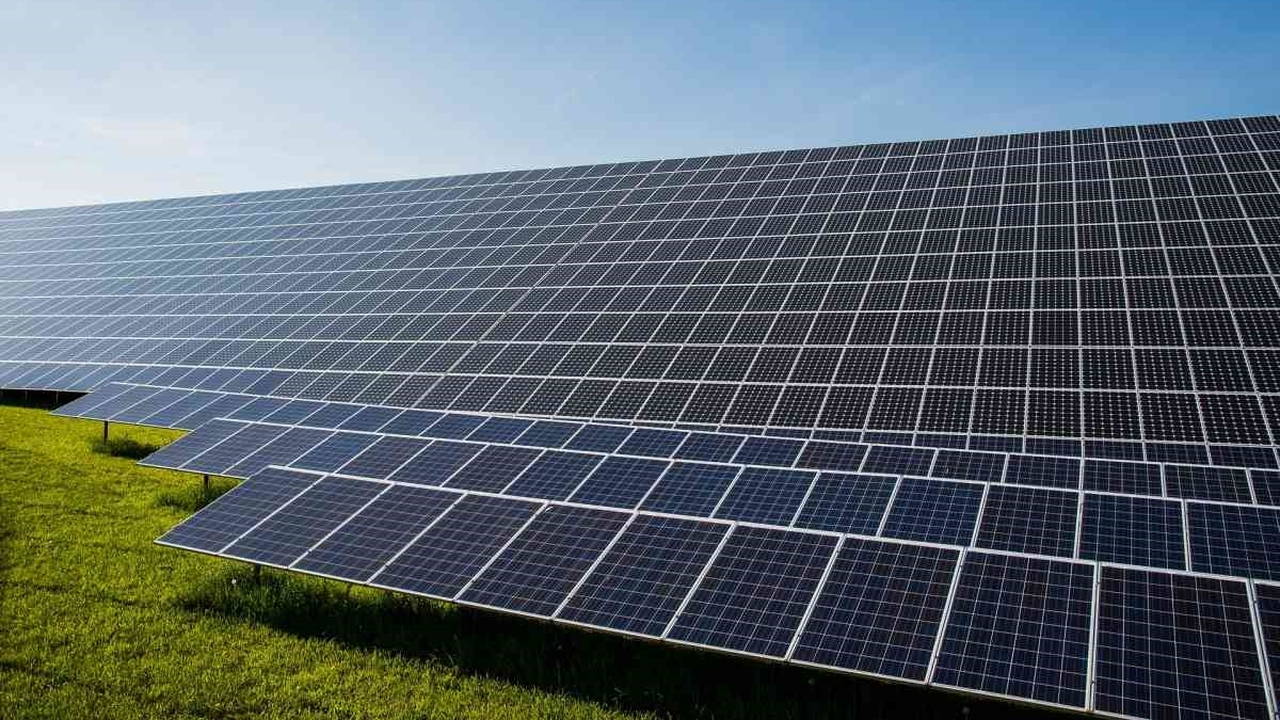 Российские химики повысили эффективность солнечных батарей при помощи фтора