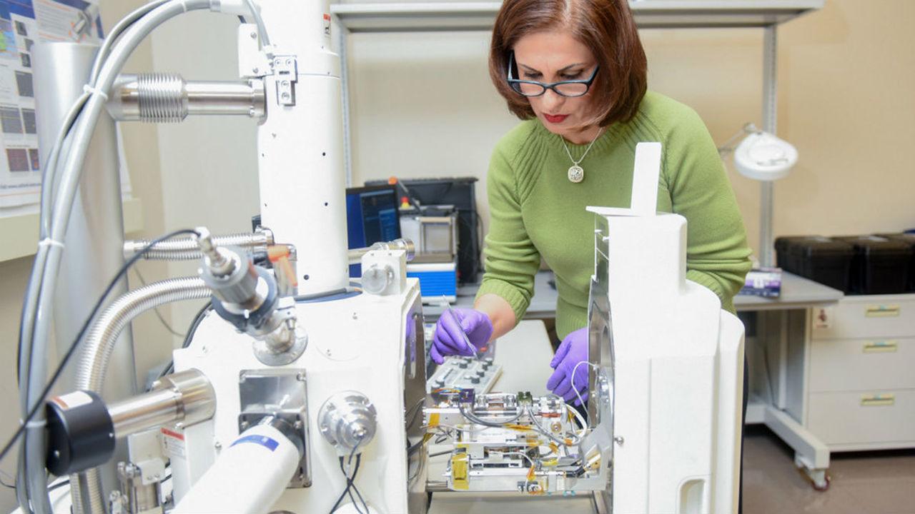 Новый микроскоп в реальном времени следит за изменениями в раскалённом металле