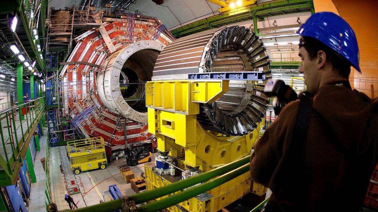 Крупное научное открытие: бозон Хиггса разделили на кварки