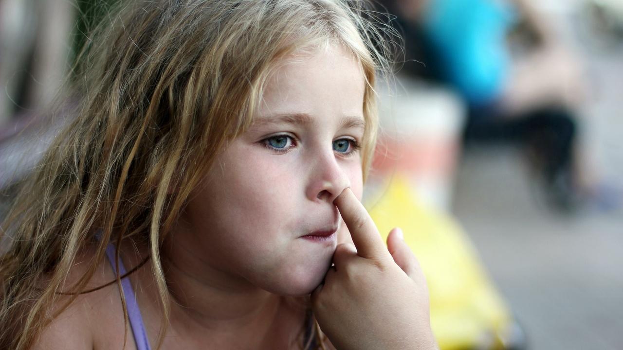 Медики рассказали, чем можно заразиться, ковыряясь в носу