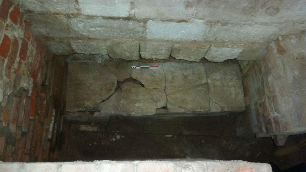 Пустой саркофаг в Успенском соборе Ростова вновь удивил археологов