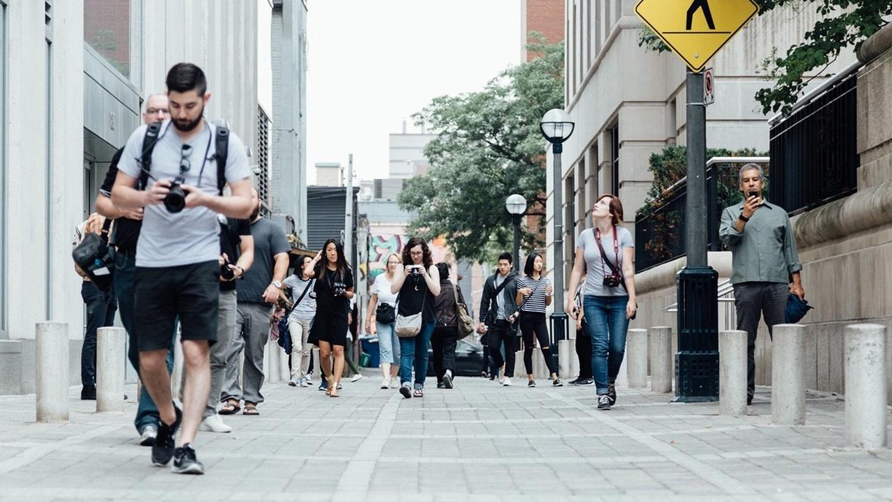 """Исследователи вычислили """"зону комфорта"""" пешеходов и спрогнозировали траектории их движения"""