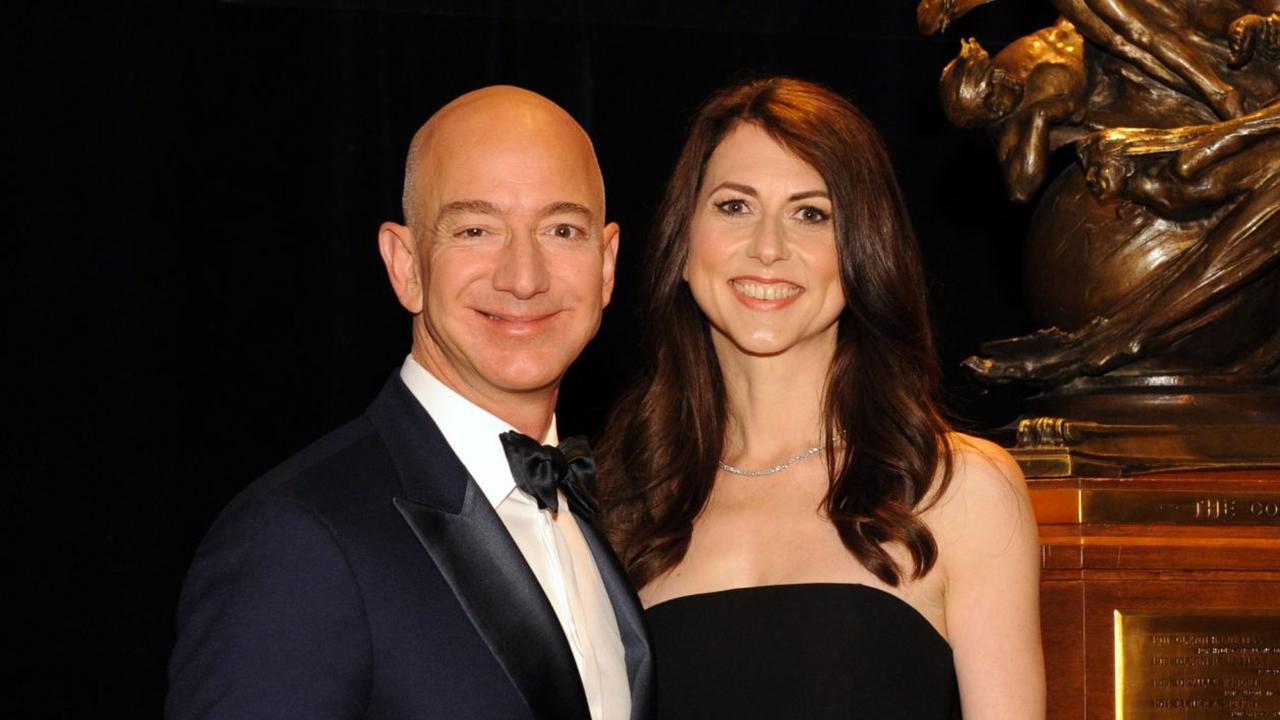 Глава Amazon объявил, что разводится