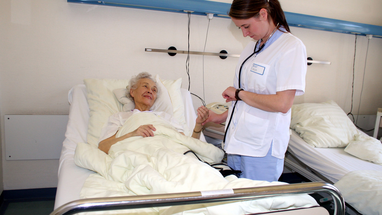 Экстренные госпитализации могут стремительно ухудшать память у пожилых людей