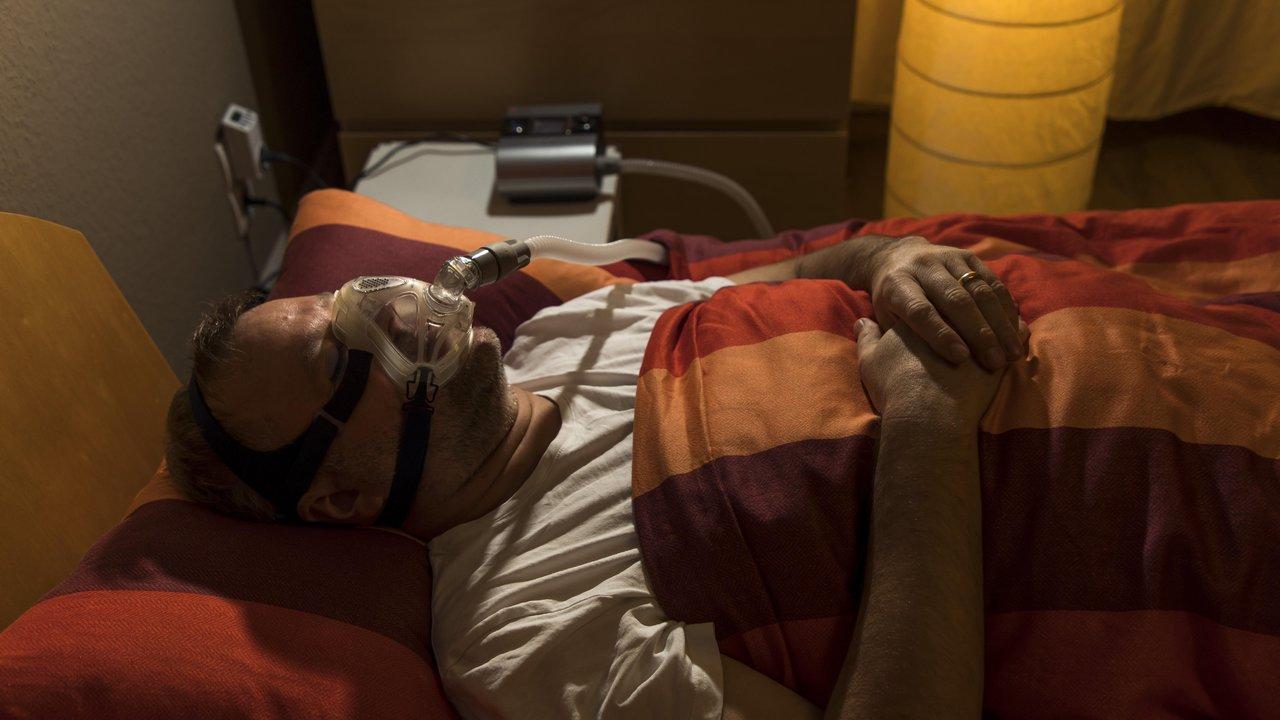 Временная остановка дыхания во сне провоцирует развитие старческого слабоумия и болезни Альцгеймера