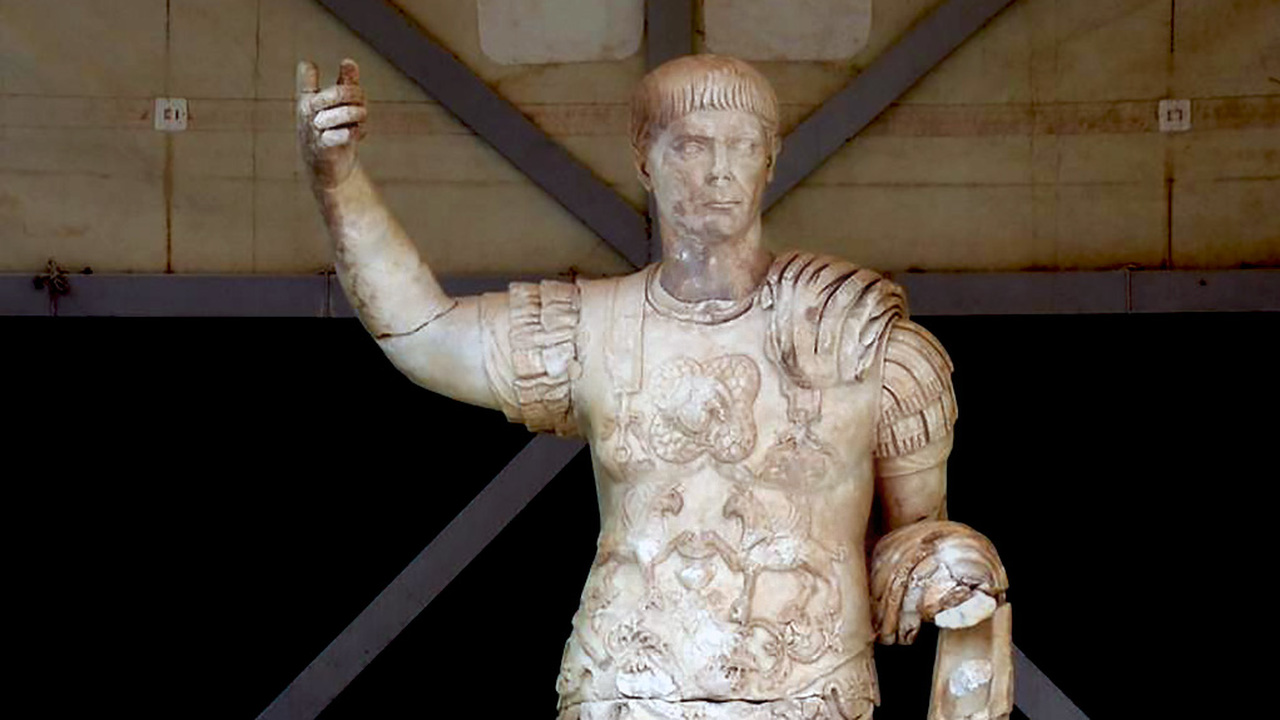 356 обломков императора: турецкие археологи нашли и восстановили гигантскую статую Траяна