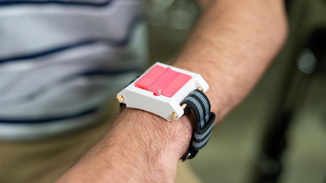 Студенты разработали компактный прибор, спасающий носителя от анафилактического шока