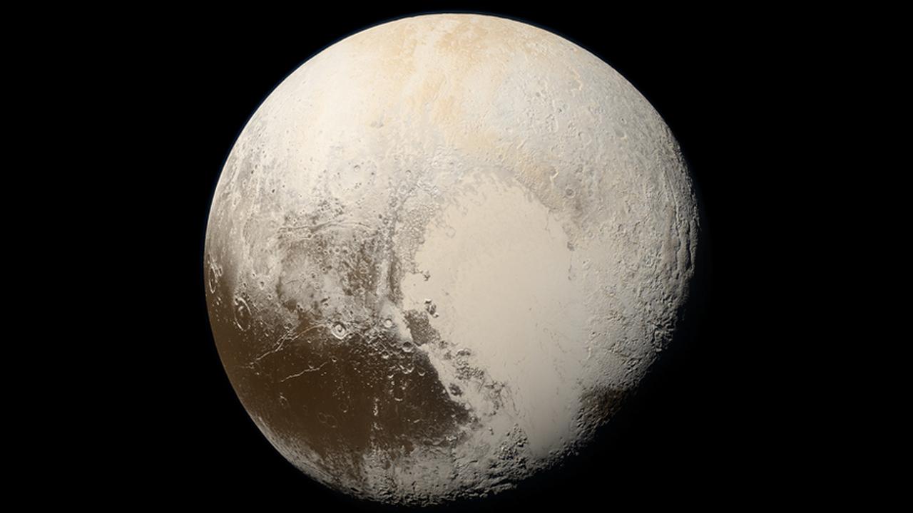 """Астрономы: на Плутоне может быть океан, который спасло от замерзания удивительное """"одеяло"""""""