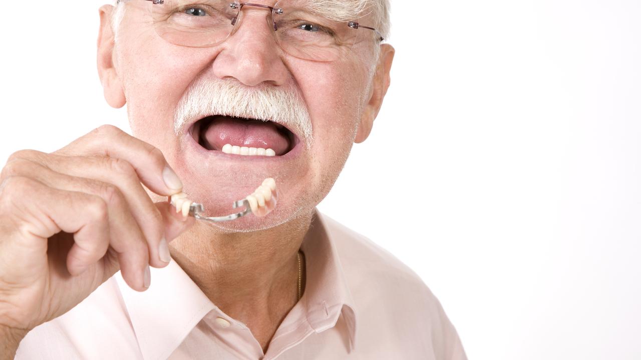 Детские травмы и жестокое обращение могут привести к ранней потере зубов