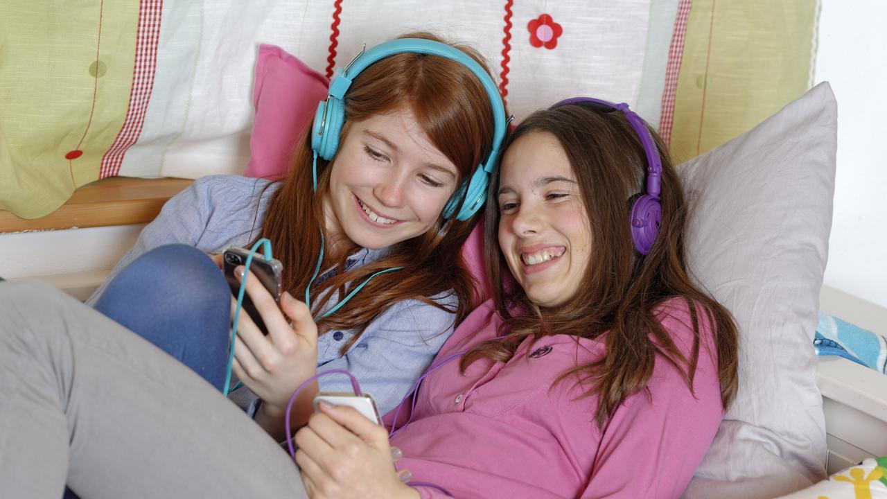Вопреки заблуждениям: смартфоны не ухудшают психическое здоровье подростков