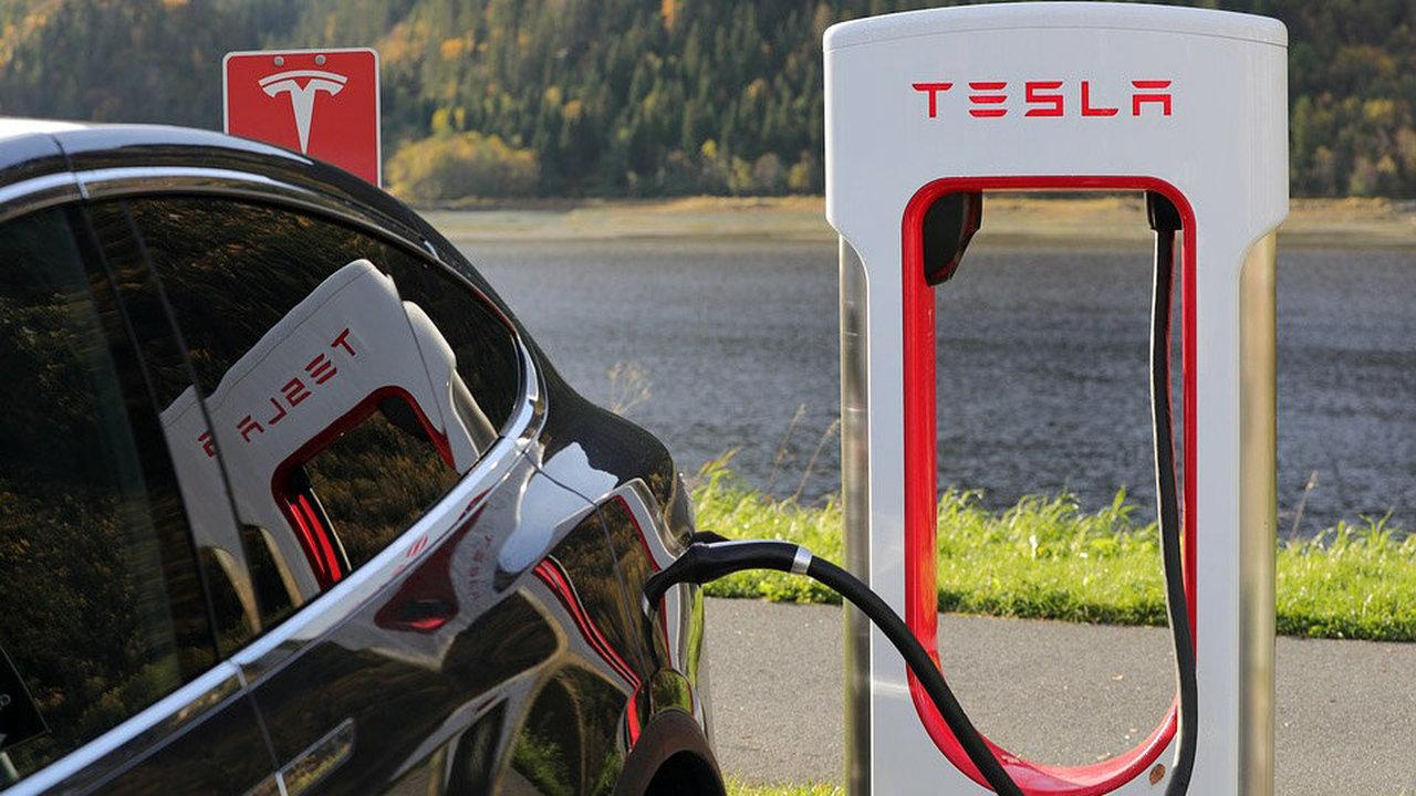 """""""Теслам"""" хватит новых аккумуляторов на полтора миллиона километров"""