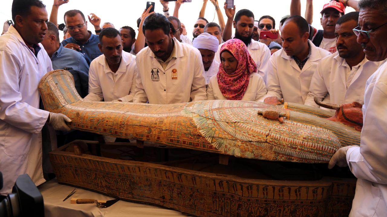 Невероятно: в Египте обнаружили 30 великолепно сохранившихся саркофагов