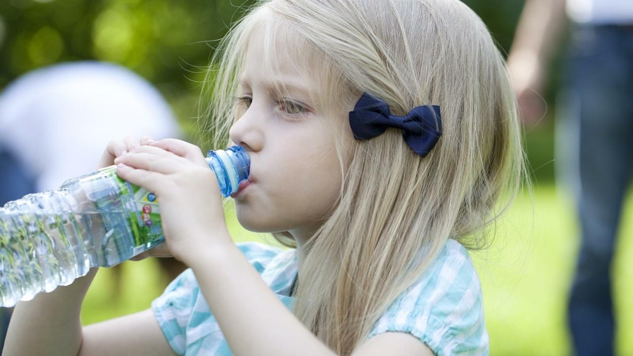 Улучшить когнитивные способности детей может обычная питьевая вода