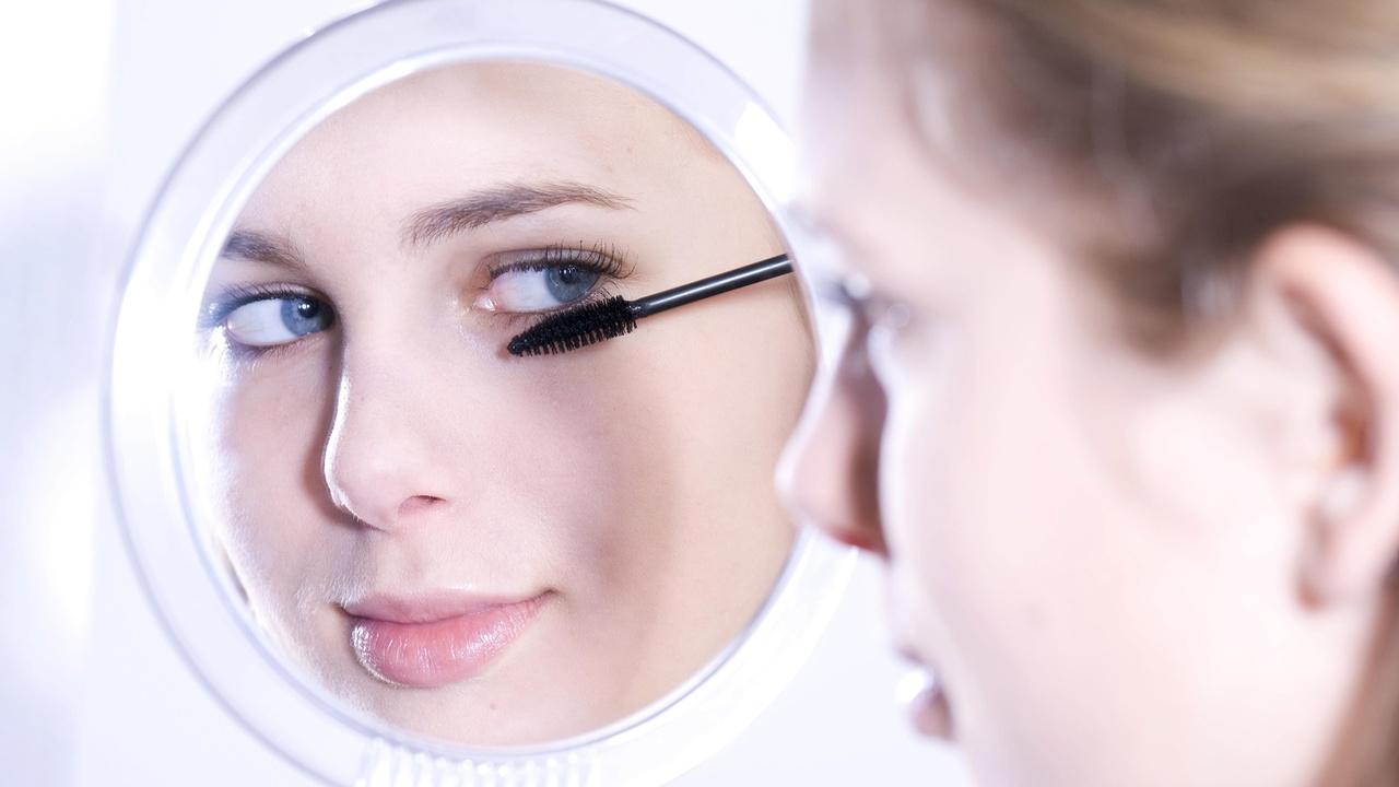 Опасные бактерии встречаются в 9 из 10 женских косметичек