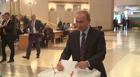 Путин проголосовал в РАН, а Медведев в Раменках