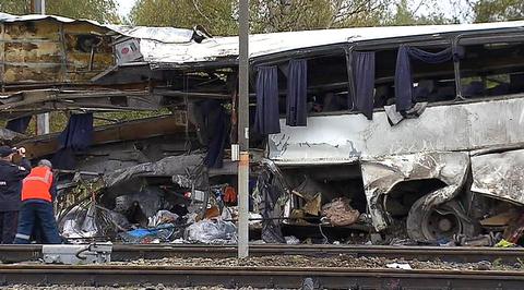 ДТП на переезде: автобус с рабочими разорвало на части