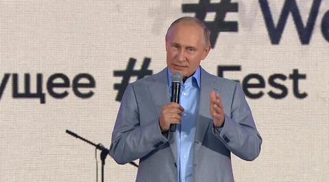 Путин напутствовал молодежь по-английски