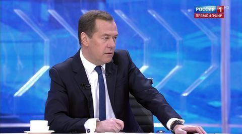Медведев о пенсиях: деньги есть, все будет выплачиваться