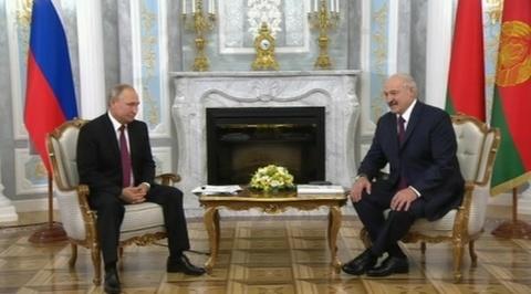 Если что-то осталось, обсудим: Путин прибыл в Минск