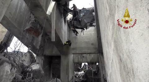 Обрушение моста в Генуе: погибших уже 38
