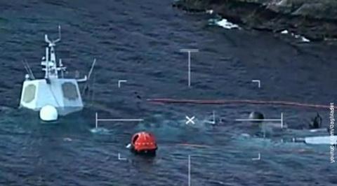 Норвежский фрегат с пробоиной полностью скрылся под водой