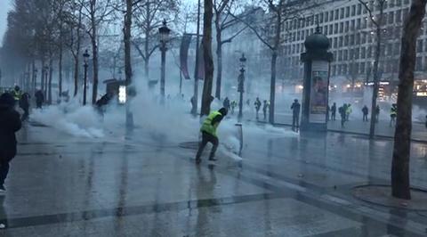 Во Франции вновь беспорядки