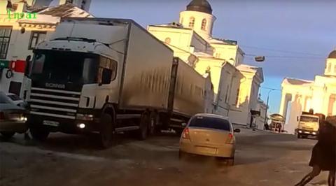 В Нижегородской области фура без водителя протаранила несколько автомобилей