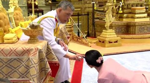 Король Таиланда вступил в брак с генералом