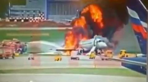 Пилот вернулся в горящий