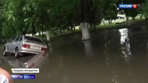 Удары стихии: смерчи в Адыгее и Якутии, проливные дожди на Сахалине