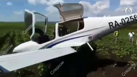 Учебный самолет с курсантами совершил жесткую посадку в Оренбуржье