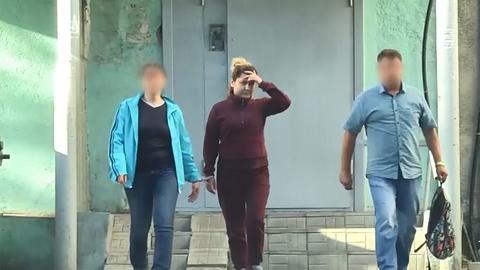 Появилось видео задержания Луизы Хайруллиной в Казани
