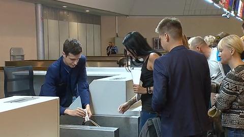 Три букета и 5 кило огурцов: вступили в силу новые правила ввоза в Россию овощей и фруктов