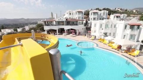 ЧП в Турции: девочка, которую засосало в трубу бассейна, находится в коме