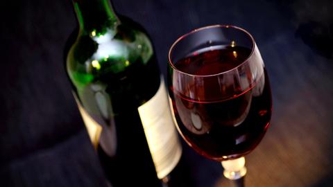 Неизвестное происхождение: 24-летняя красноярка скончалась от красного вина
