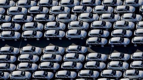 Продажи новых автомобилей в Евросоюзе упали в январе на 24%