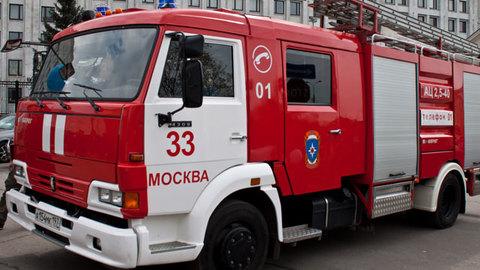 Из-за пожара в московской квартире пострадали три человека