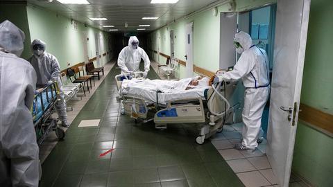 Суточное число умерших достигло максимума за всю пандемию