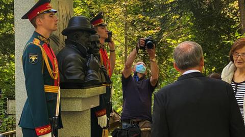 Минниханов принял участие в открытии памятника разведчику Исхаку Ахмерову в Москве